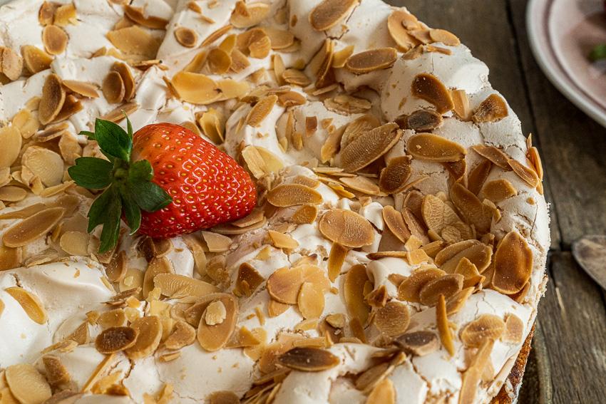 erdbeer-baiser-torte-006