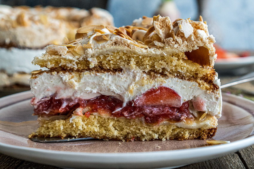 erdbeer-baiser-torte-025