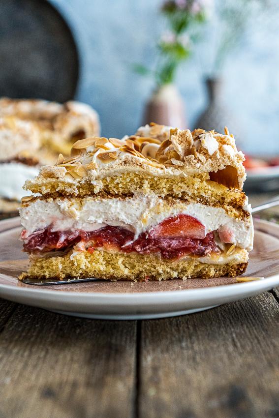 erdbeer-baiser-torte-027