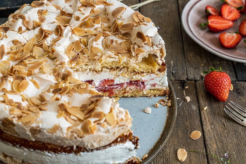erdbeer-baiser-torte-032