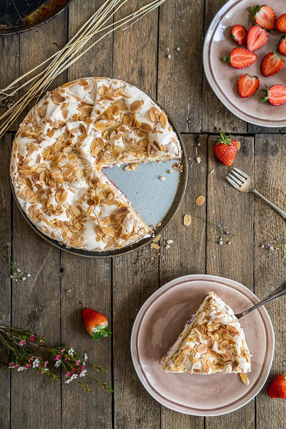 erdbeer-baiser-torte-039