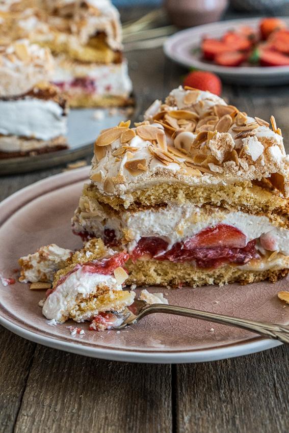 erdbeer-baiser-torte-042
