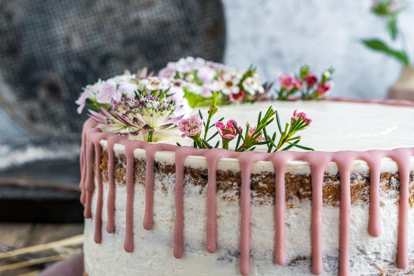 erdbeer-kokos-torte-mit-schwarzem-sesam-005