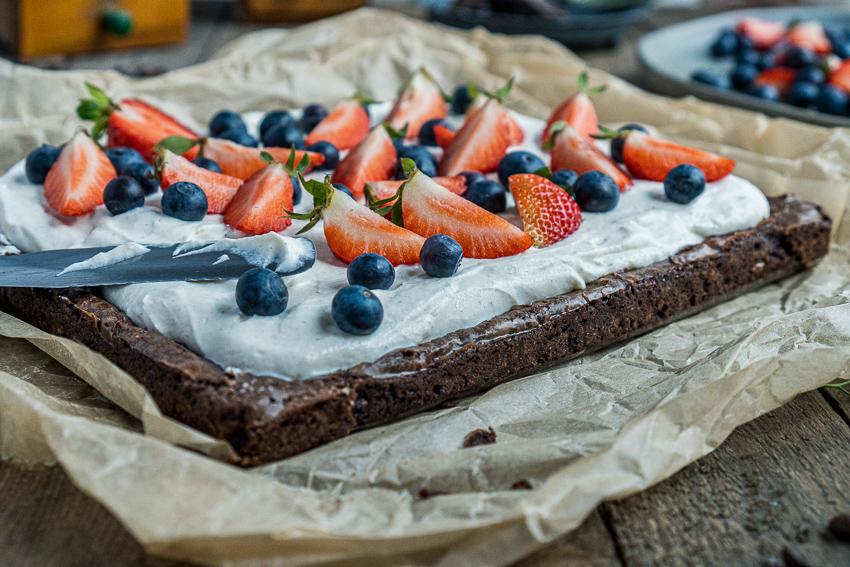 fudgy-brownies-mit-ricotta-und-beeren-006