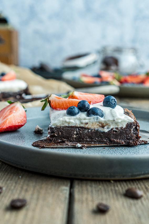 fudgy-brownies-mit-ricotta-und-beeren-013