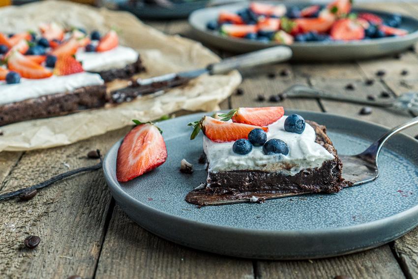 fudgy-brownies-mit-ricotta-und-beeren-015