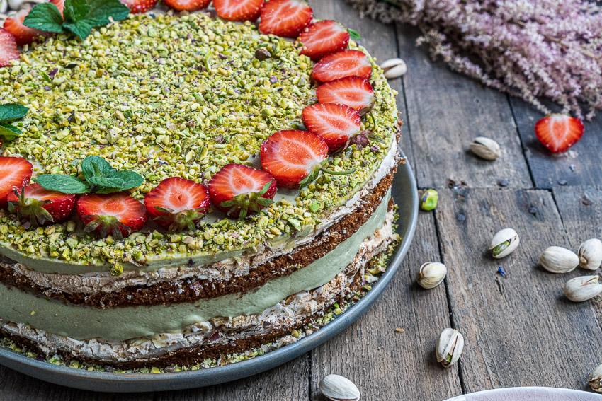 erdbeer-pistazien-torte-mit-baiser-007