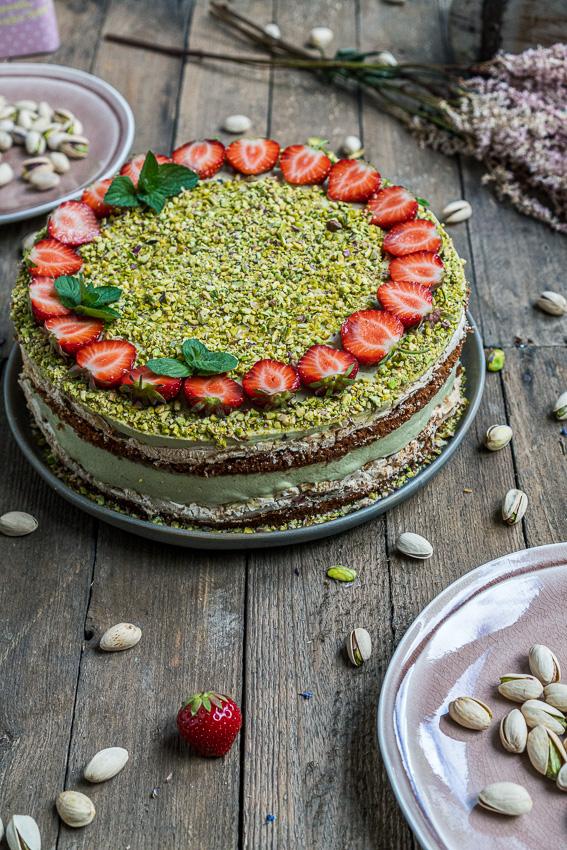 erdbeer-pistazien-torte-mit-baiser-012