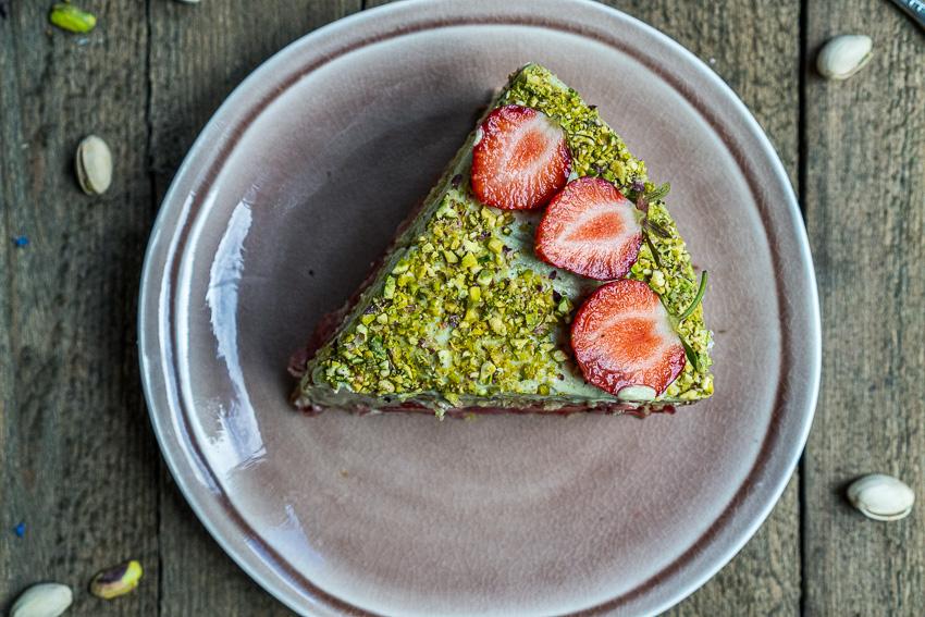 erdbeer-pistazien-torte-mit-baiser-031