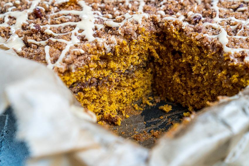 pumpkin-spice-kuchen-mit-zimtstreuseln-037