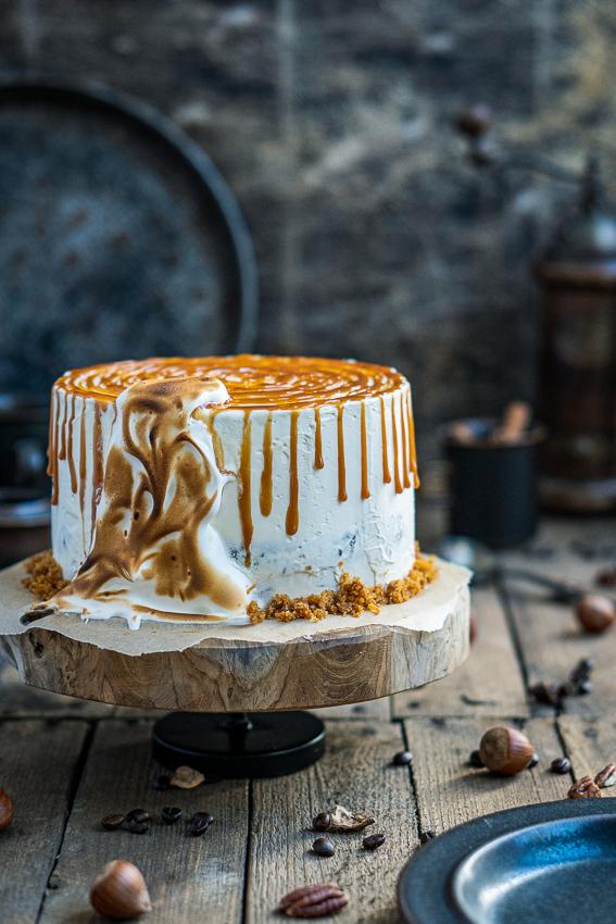 rüblitorte-mit-vanille-frosting-und-karamellisierten-pekannüssen-006
