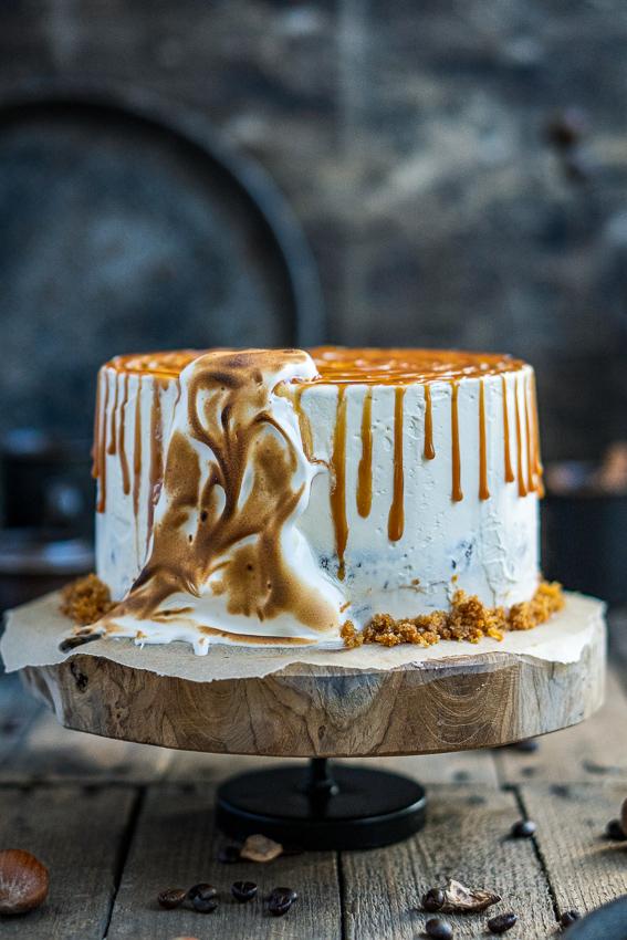 rüblitorte-mit-vanille-frosting-und-karamellisierten-pekannüssen-009