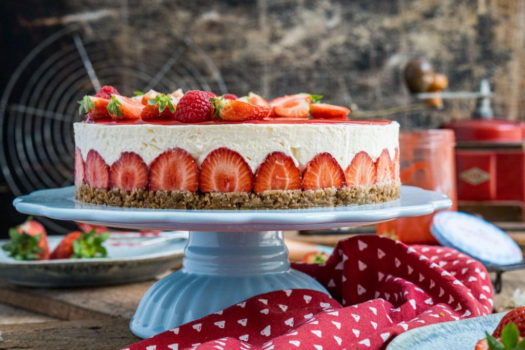 erdbeer-torte-ohne-backen-011