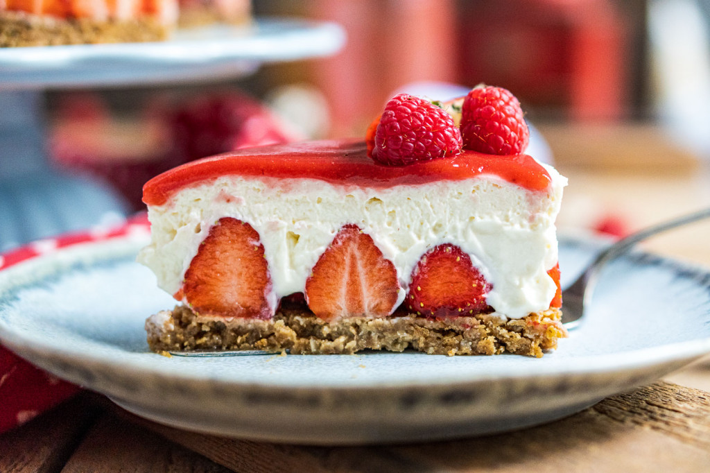 erdbeer-torte-ohne-backen-033