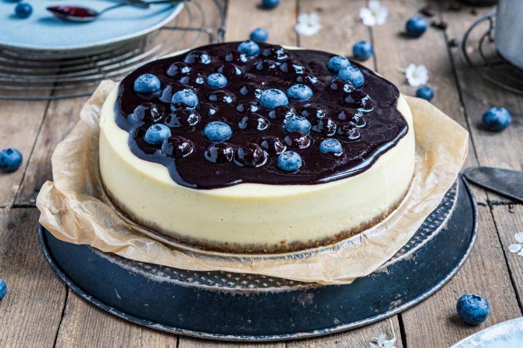 blaubeer-cheesecake-mit-weißer-schokolade-013