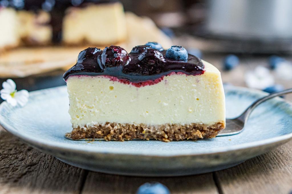 blaubeer-cheesecake-mit-weißer-schokolade-055