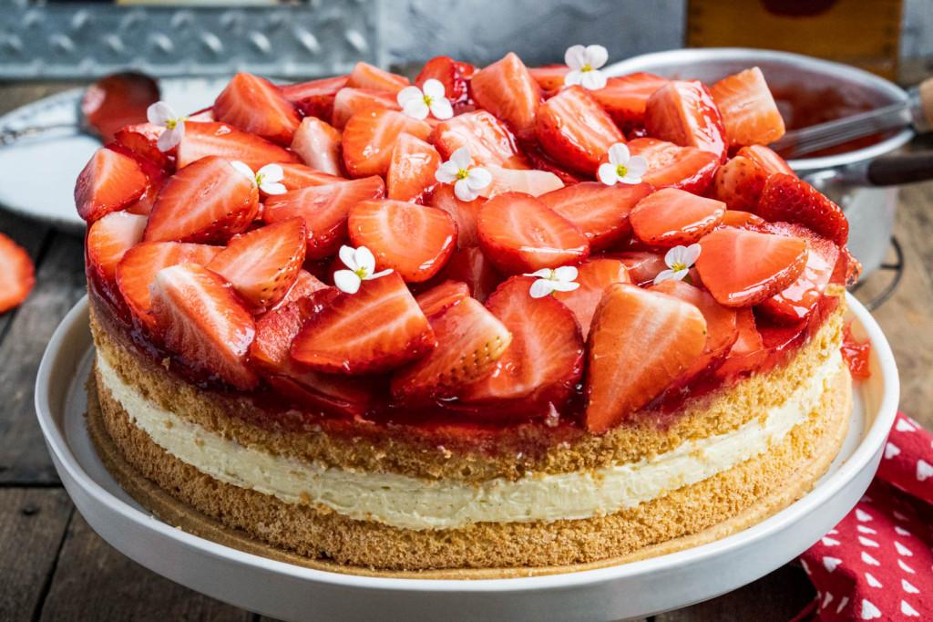 erdbeer-vanille-torte-007