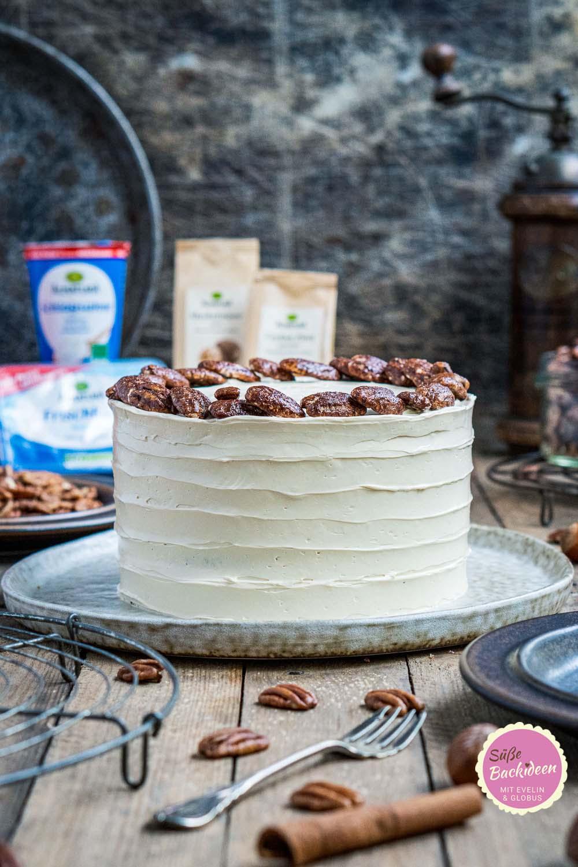pumpkin-spice-torte-mit-ahornsirup-frosting-und-karamellisierten-pekannüssen-013-beitragsbild